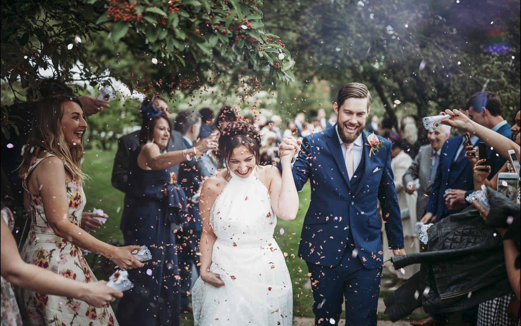 bride & groom confetti throw