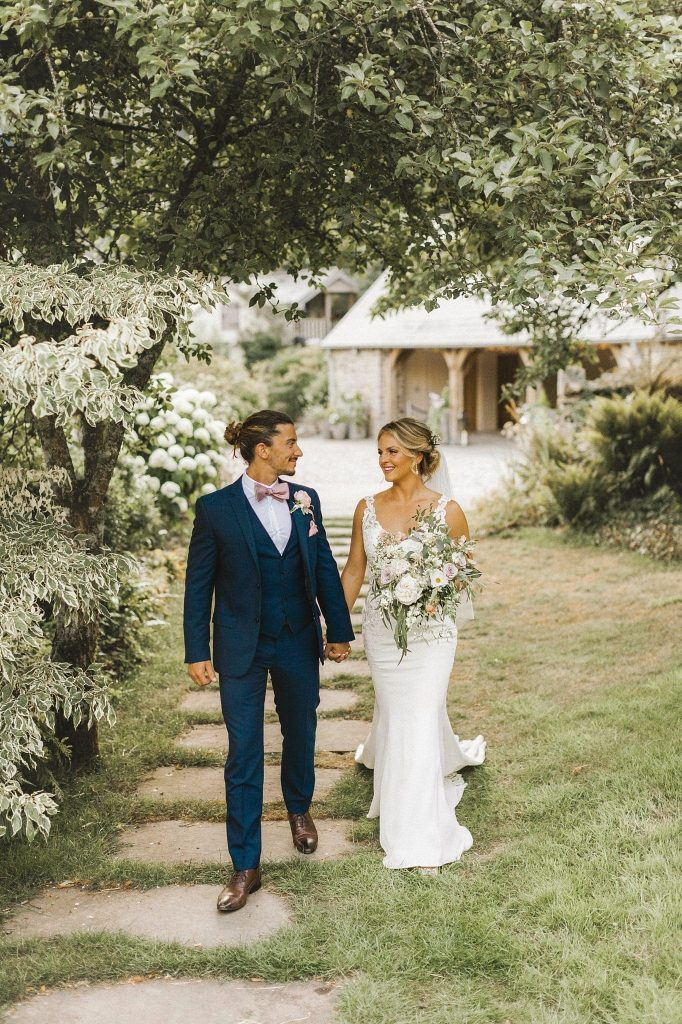 kiley & martin real summer wedding at ever after