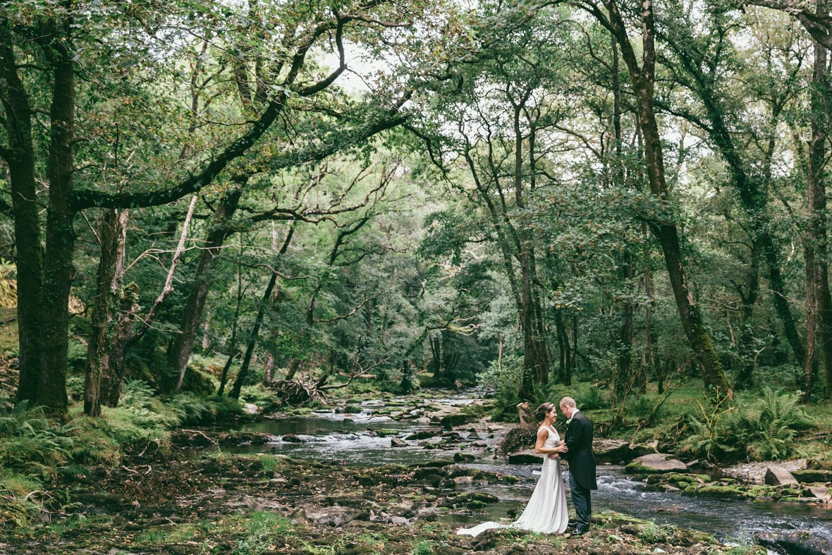 Throw back to our first ever woodland wedding pics…
