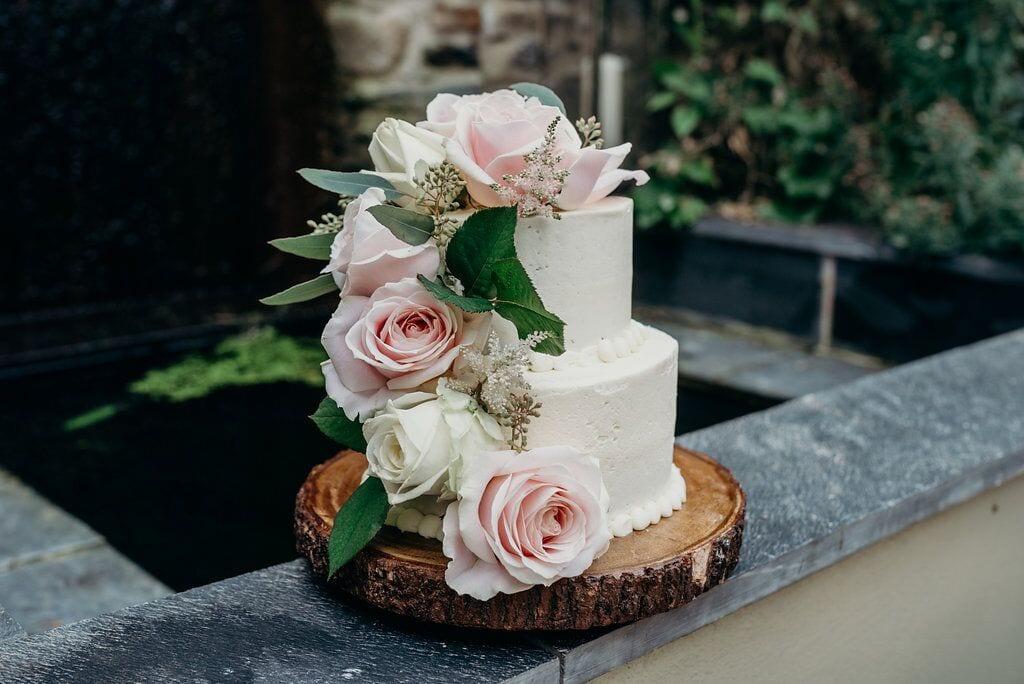 elopement amanda & carlos wedding cake