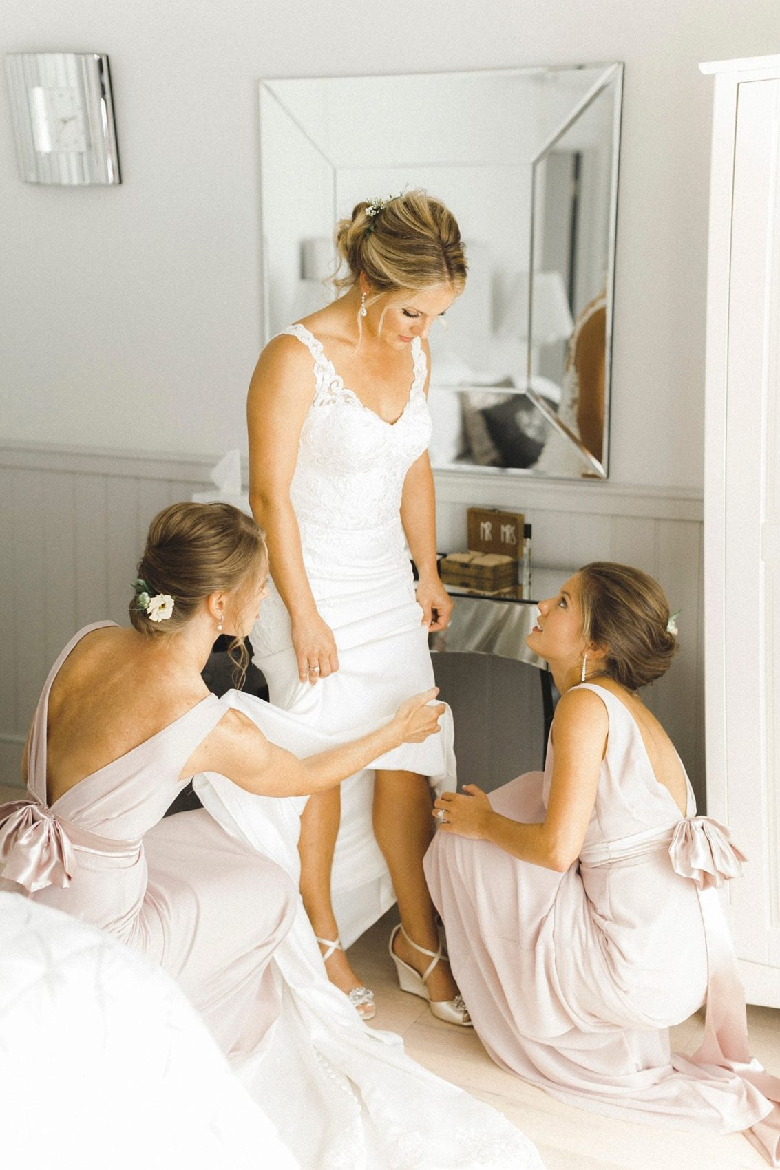 Girls, bride, bridesmaids, wedding dress, shoes, helping hand, right hand women
