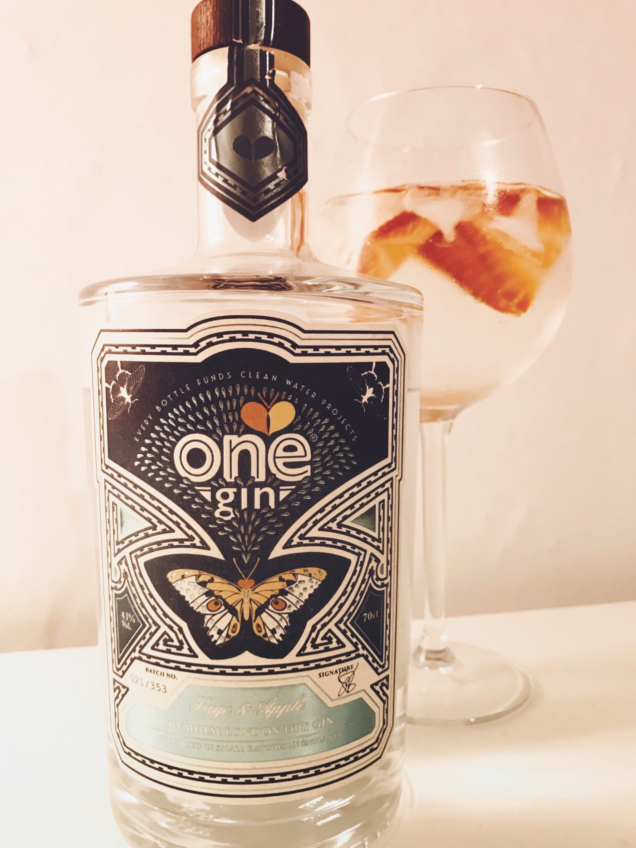 One gin, sage & apple, fruity, review, strawberries, goblet, ice, pretty bottle, butterfly