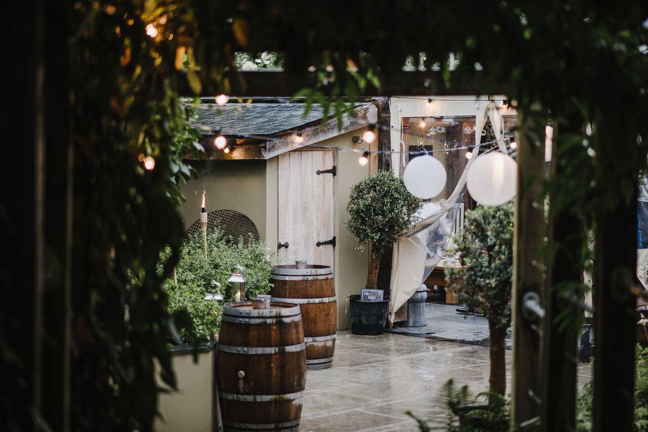 wedding fair, bridal, ever after, terrace, raining, lower grenofen, through the arch, lighting, beautiful