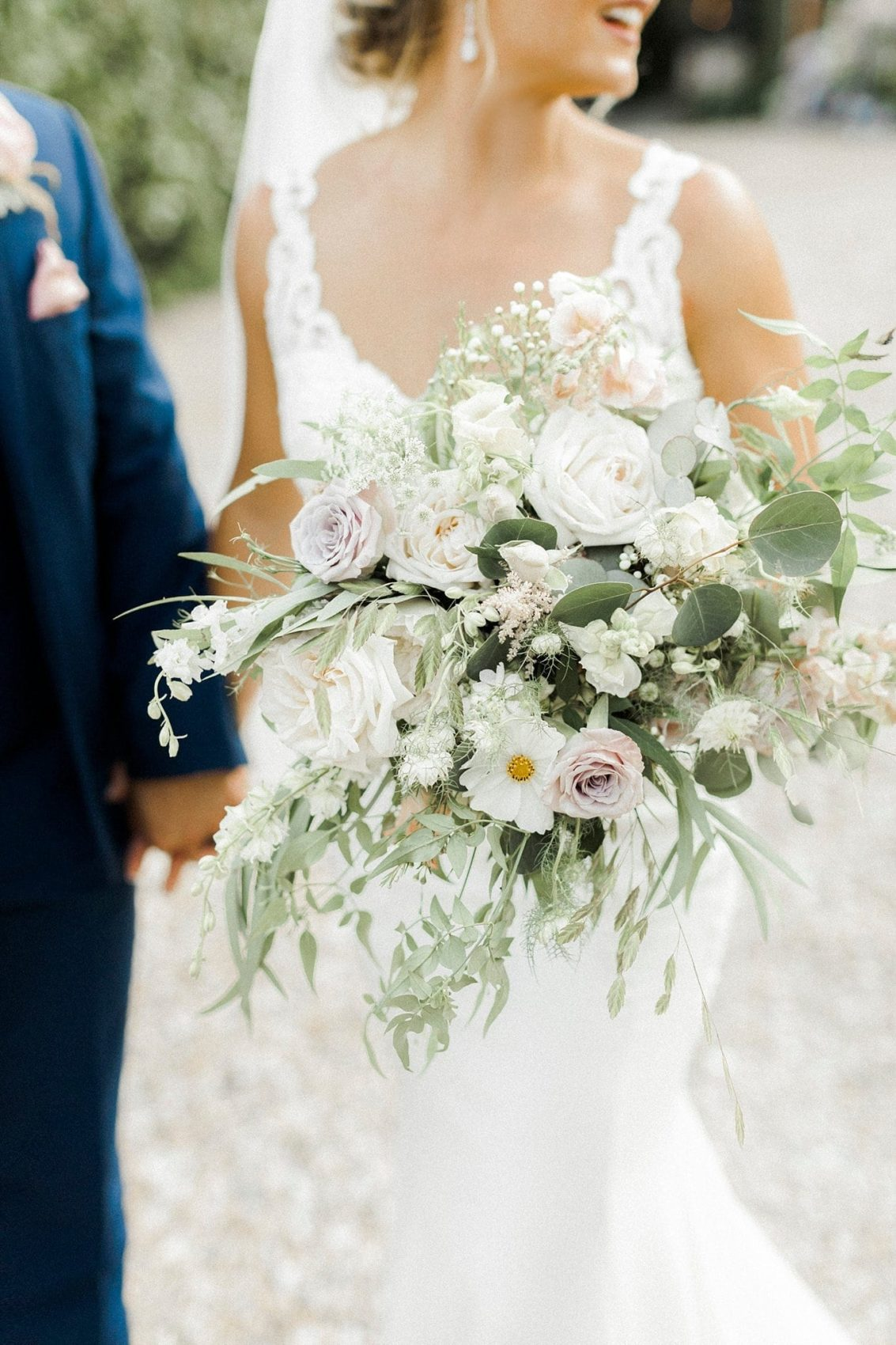 wild bouquet, flowers, wedding, bride & groom, dusky pink, ivory, foliage, stunning